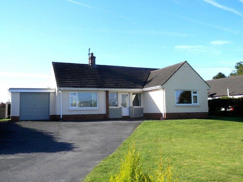 3 Bedrooms Bungalow for sale in Felindre, Llangadog, Carmarthenshire.