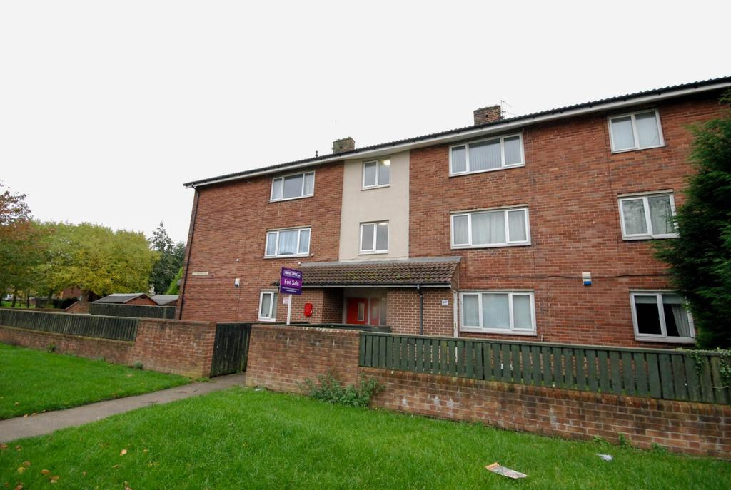 2 Bedrooms Flat for sale in Lutterworth Road, Longbenton