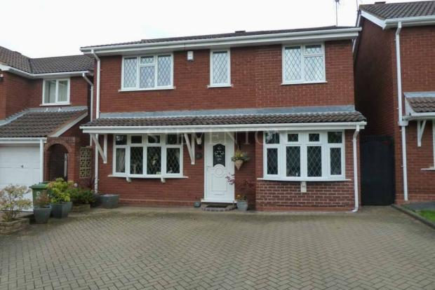 4 Bedrooms Detached House for sale in Stokesay Avenue Perton Wolverhampton