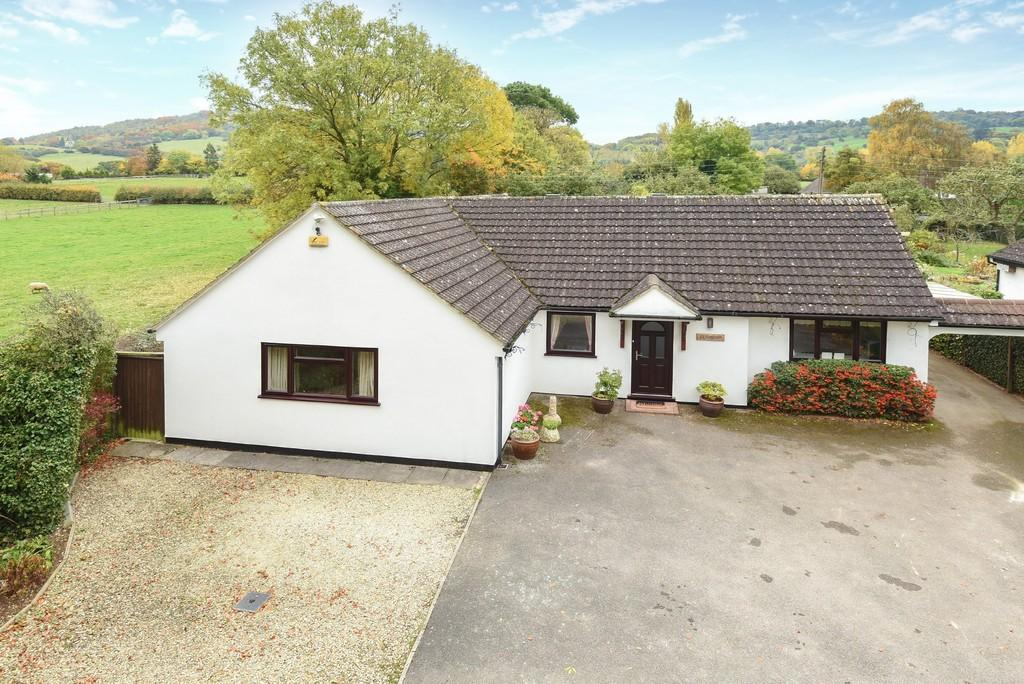 4 Bedrooms Detached Bungalow for sale in Leckhampton