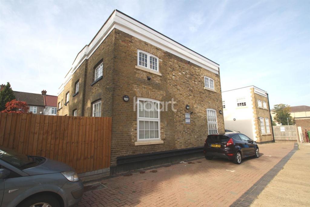 2 Bedrooms Flat for sale in Glebelands Court, South Woodford, E18