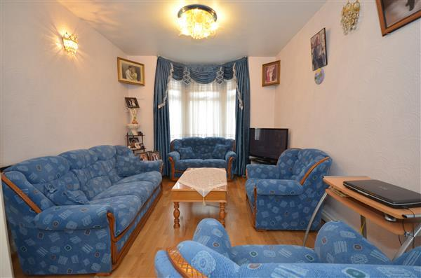 3 Bedrooms Terraced House for sale in Chichester Road, Leytonstone