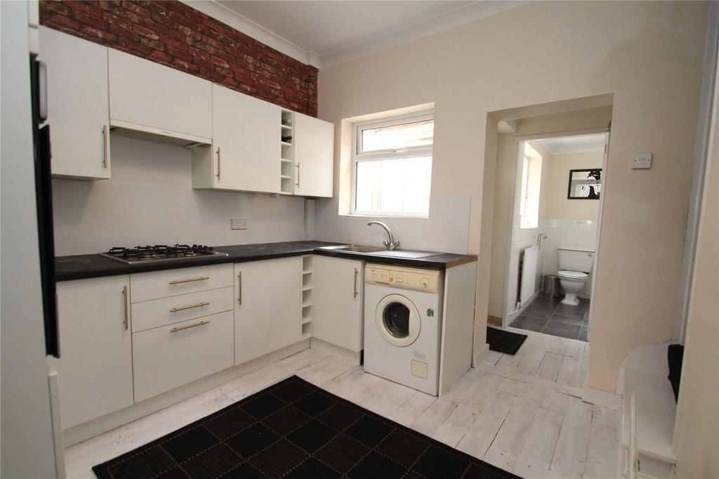 2 Bedrooms Terraced House for sale in Stanley Street, Featherstone, WF7