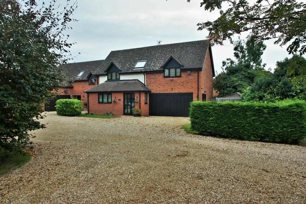 4 Bedrooms Detached House for sale in Warwick Road, Stratford