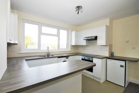 2 bedroom flat to rent - Stonecot Hill, Sutton