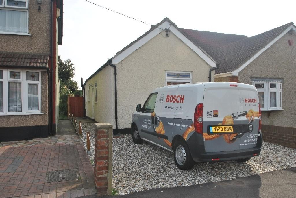 1 Bedroom Detached Bungalow for sale in Philip Road, Rainham