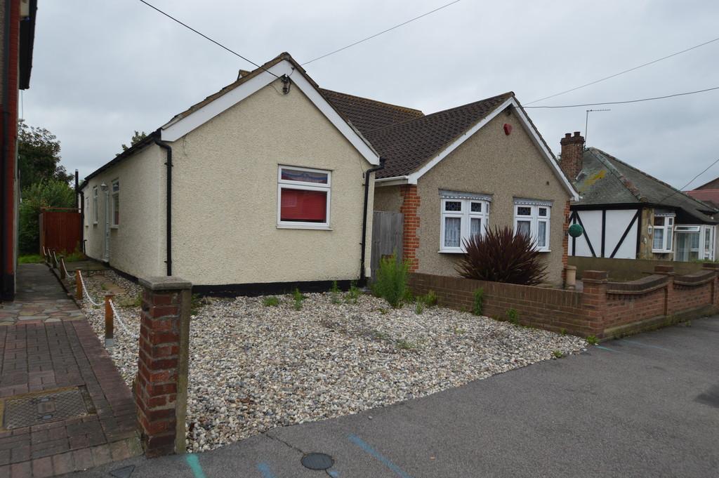 1 Bedroom Detached Bungalow for sale in Philip Road, Rainham