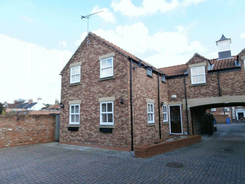 3 Bedrooms Town House for sale in St. Augustines Mews, Hedon