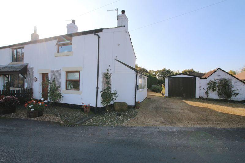 2 Bedrooms Cottage House for sale in Dob Lane, Little Hoole