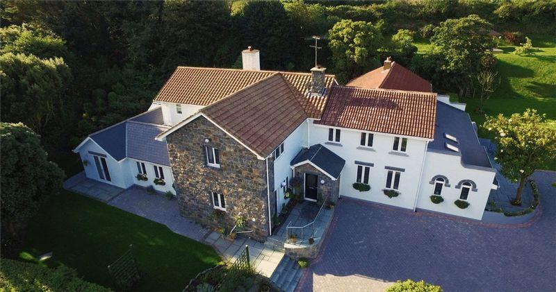 7 Bedrooms Detached House for sale in La Ruette, Des Fries, Guernsey