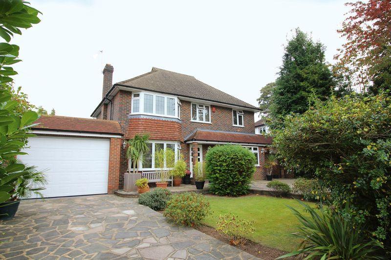 4 Bedrooms Detached House for sale in The Ridge Way, Sanderstead, Surrey
