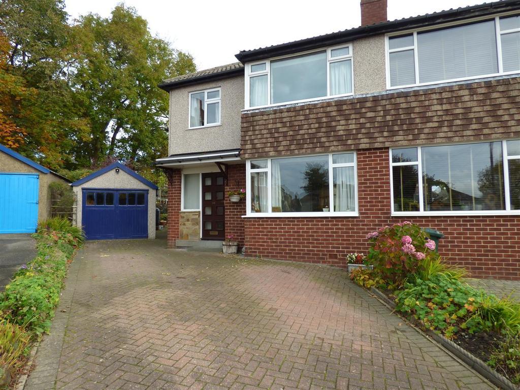 4 Bedrooms Semi Detached House for sale in Greengates Avenue, Wyke, Bradford, BD12 9LQ