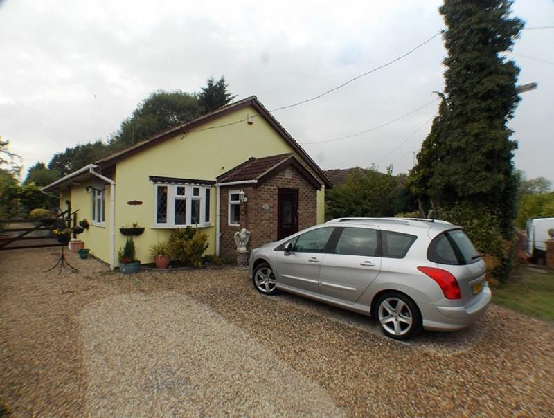 3 Bedrooms Detached Bungalow for sale in New House Avenue, Wickford