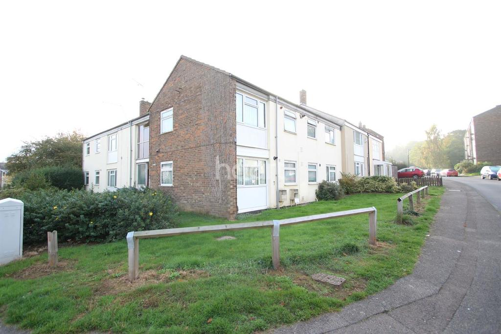 2 Bedrooms Flat for sale in The Hornbeams
