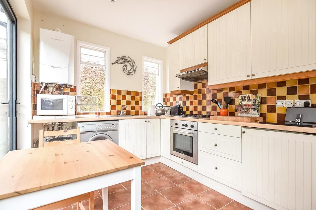 2 Bedrooms Flat for sale in Sternhold Avenue, Balham, SW2