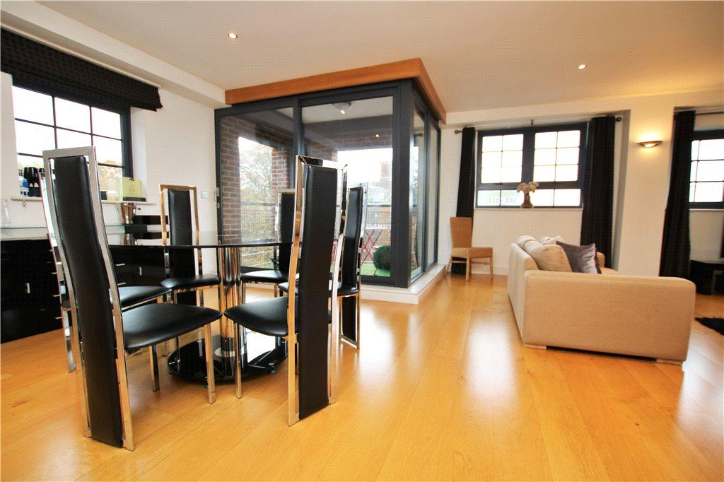 2 Bedrooms Flat for rent in St. James Wharf, Forbury Road, Reading, Berkshire, RG1