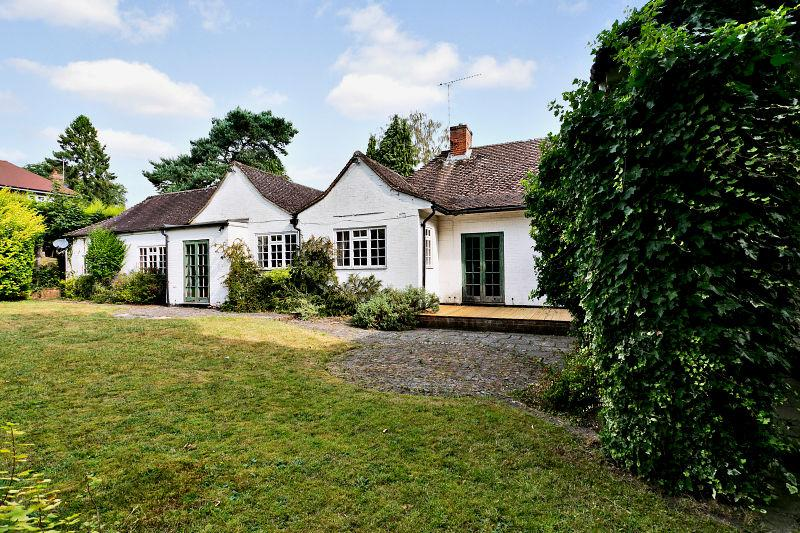 6 Bedrooms Detached Bungalow for sale in Queens Hill Rise, Ascot