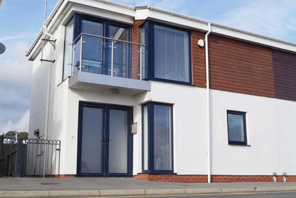 2 Bedrooms Semi Detached House for sale in Cei'r Gogledd, Pwllheli