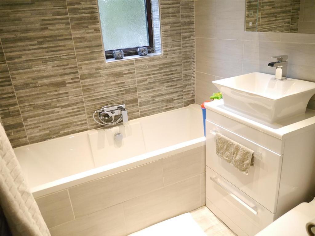 3 Bedrooms Semi Detached House for sale in Ashbourne Avenue, Bolton, Bradford, BD2 4AP