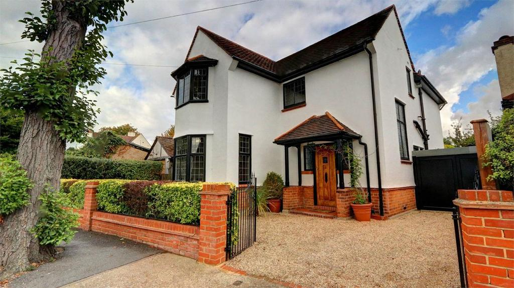 3 Bedrooms Detached House for sale in Sunningdale Road, Bickley, Kent