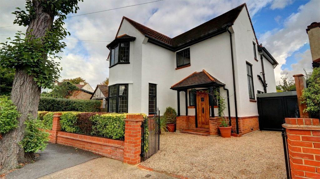 3 Bedrooms Detached House for sale in Sunningdale Road, Bickley, Kent
