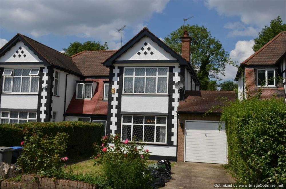 3 Bedrooms Semi Detached House for sale in Princes Court, Wembley