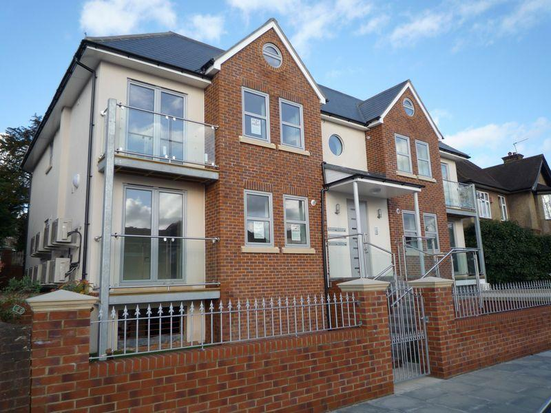 2 Bedrooms Flat for sale in Finchley Lane, Hendon, LONDON NW4