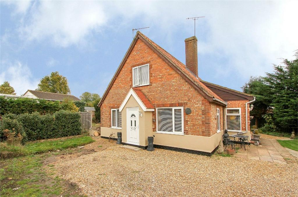 3 Bedrooms Detached House for sale in Middlemarch Road, Toftwood, Norfolk