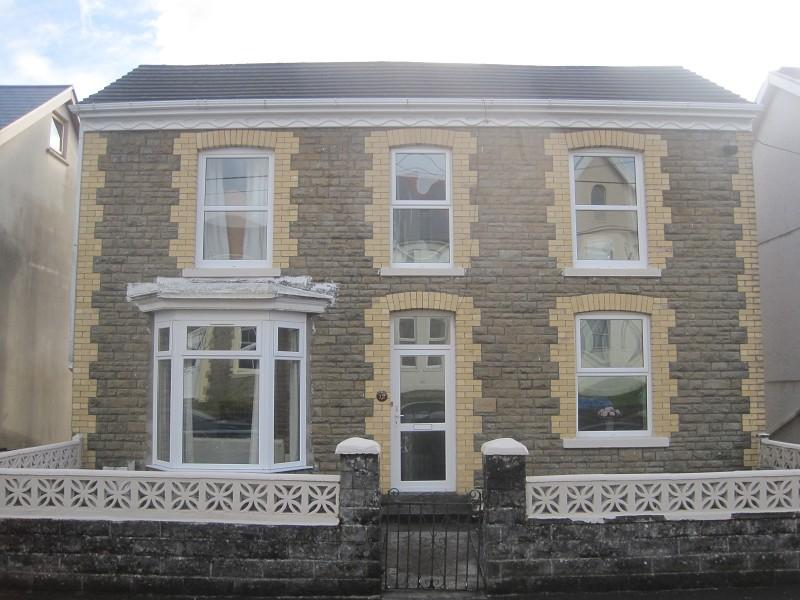 3 Bedrooms Detached House for sale in Clare Road, Ystalyfera, Swansea.