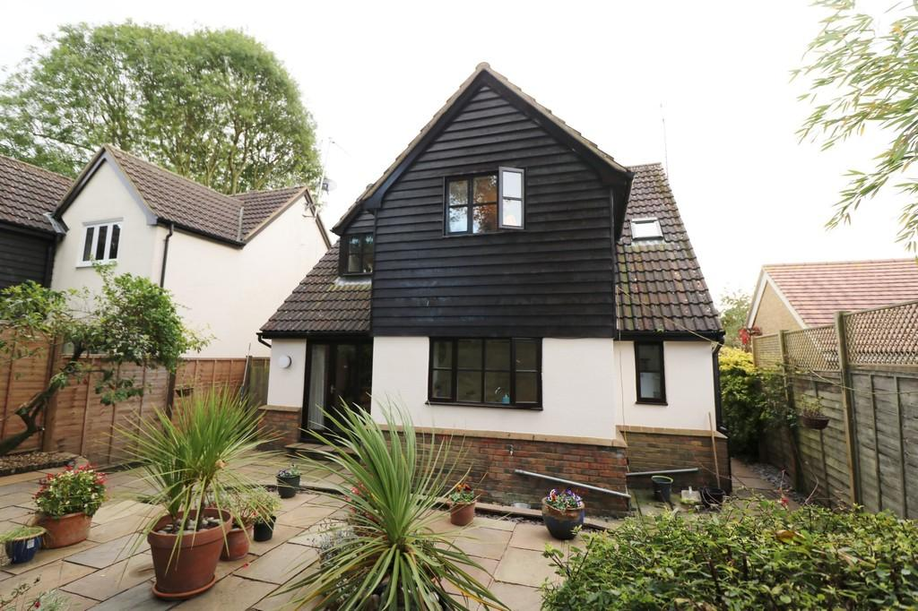 4 Bedrooms Detached House for sale in 5 The Willows