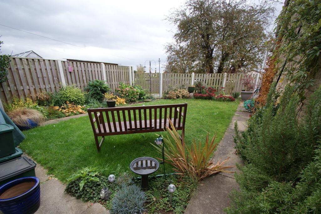 3 Bedrooms Detached Bungalow for sale in 39 Greens Road, Dunsville, Doncaster, DN7 4DF