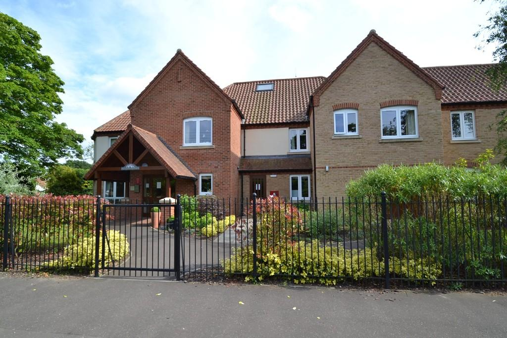 2 Bedrooms Apartment Flat for sale in Holt
