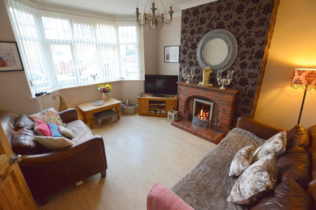 3 Bedrooms End Of Terrace House for sale in Strathmore Ave, South Luton, Luton, LU1 3QN