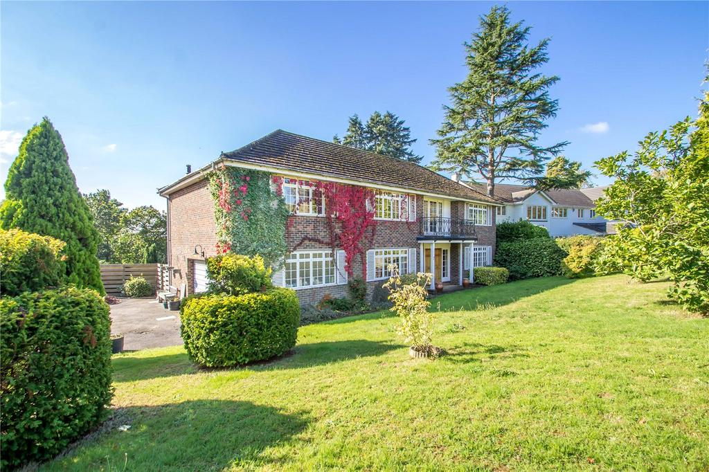 5 Bedrooms Detached House for sale in Wynnstow Park, Oxted, Surrey, RH8