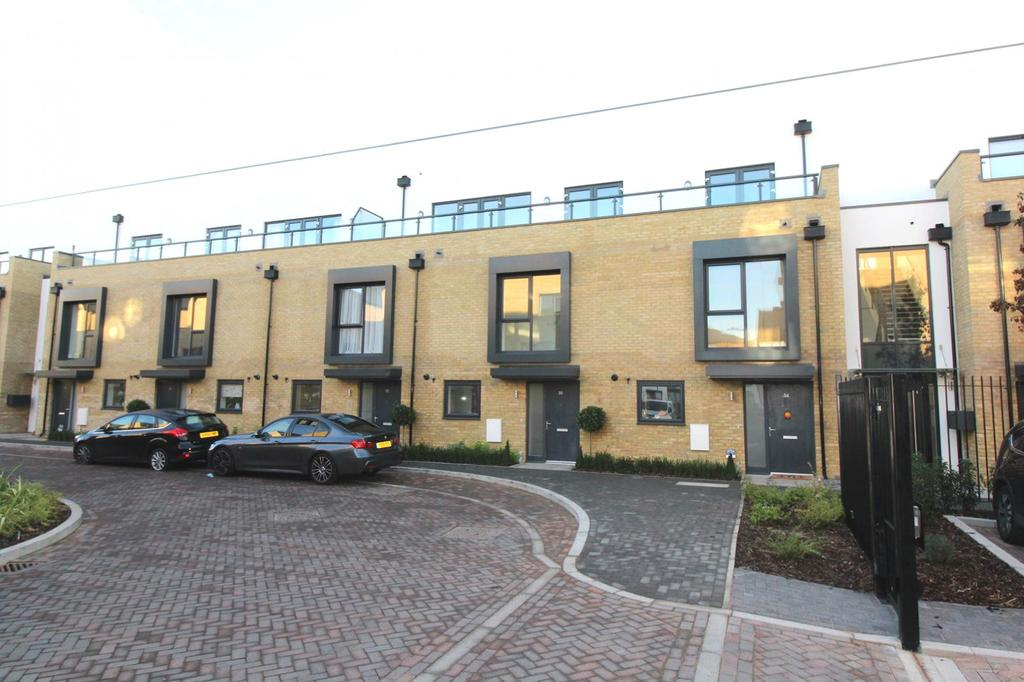 2 Bedrooms Apartment Flat for rent in Charlock Close, Romford, RM3