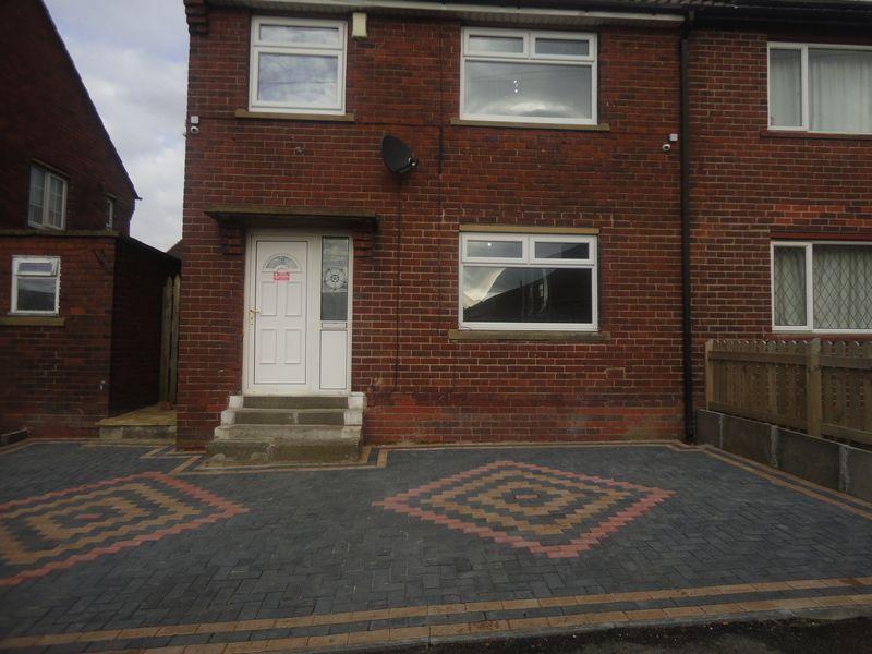 3 Bedrooms Semi Detached House for sale in Hadfield Road, Heckmondwike