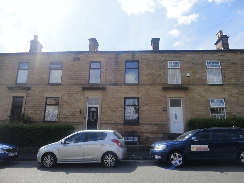 3 Bedrooms Terraced House for sale in Thorncliffe Road, Batley