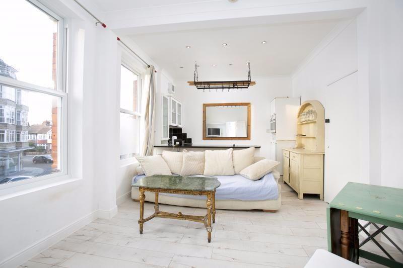 1 Bedroom Apartment Flat for sale in Richmond Road, St. Margarets, Twickenham, TW1