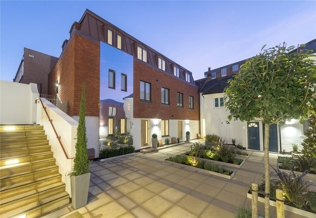 2 Bedrooms Flat for sale in Scholars Court, Chertsey Street, Guildford, Surrey, GU1