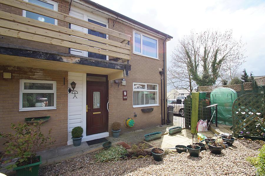 1 Bedroom Ground Flat for sale in Den Lane, Lees, Oldham OL4