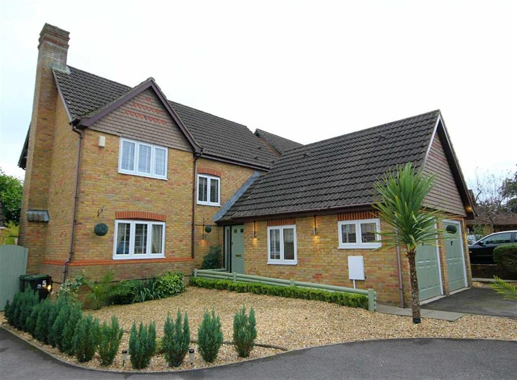5 Bedrooms Detached House for sale in Barrow View, Ferndown, Dorset