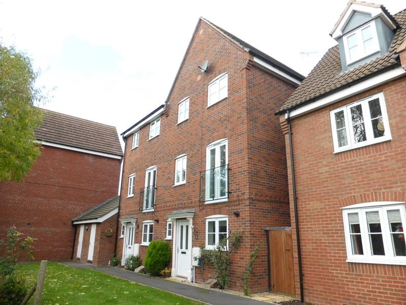 3 Bedrooms Town House for sale in Robins Walk, Evesham