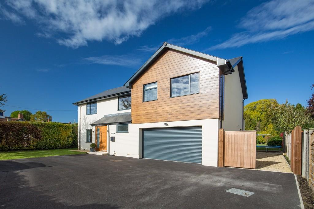 5 Bedrooms Detached House for sale in Baltonsborough Road, Butleigh
