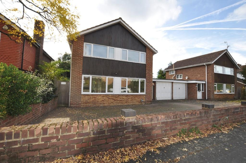 4 Bedrooms Link Detached House for sale in Great Oaks Park, Burpham