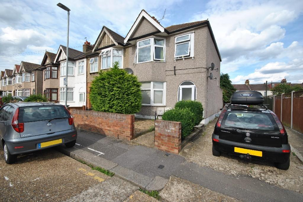 1 Bedroom Flat for sale in Essex Road, Dagenham