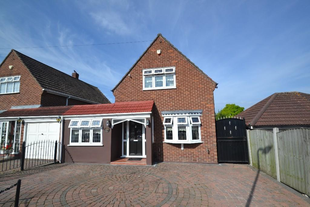 3 Bedrooms Link Detached House for sale in Irons Way, Collier Row