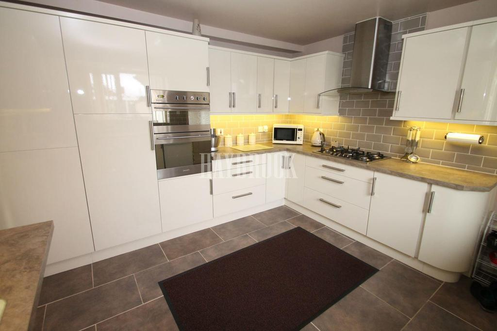 3 Bedrooms Bungalow for sale in Coltishall Avenue, Bramley