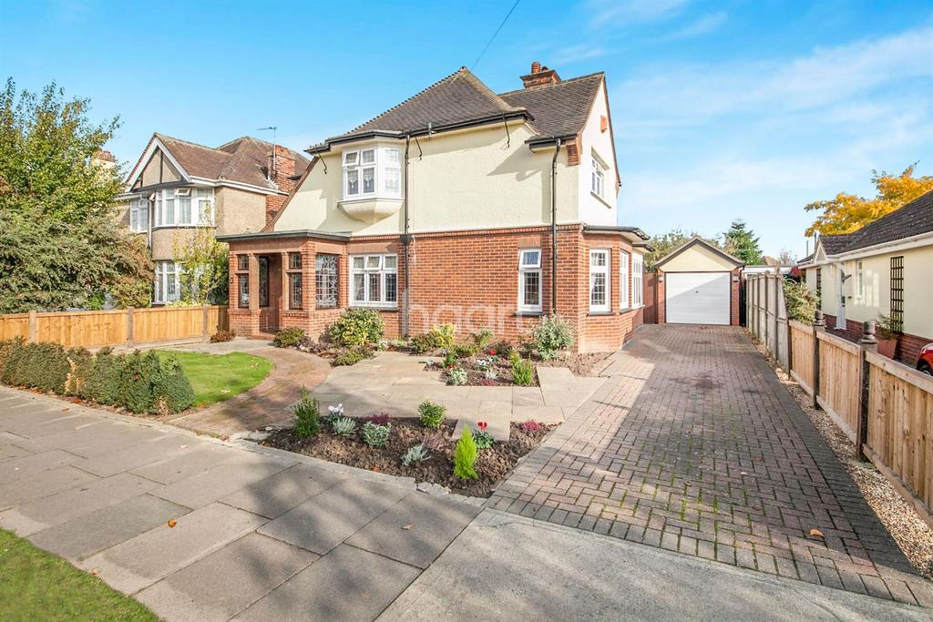 5 Bedrooms Detached House for sale in East Clacton