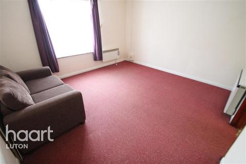 Studio to rent - Leagrave High Street, Luton