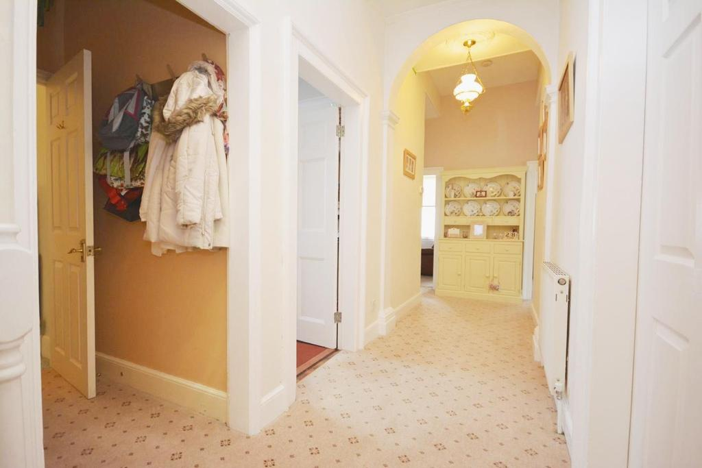 3 Bedrooms Maisonette Flat for sale in Bradford Street, Braintree, Essex, CM7